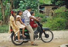 thailand-familie-op-motorfiets